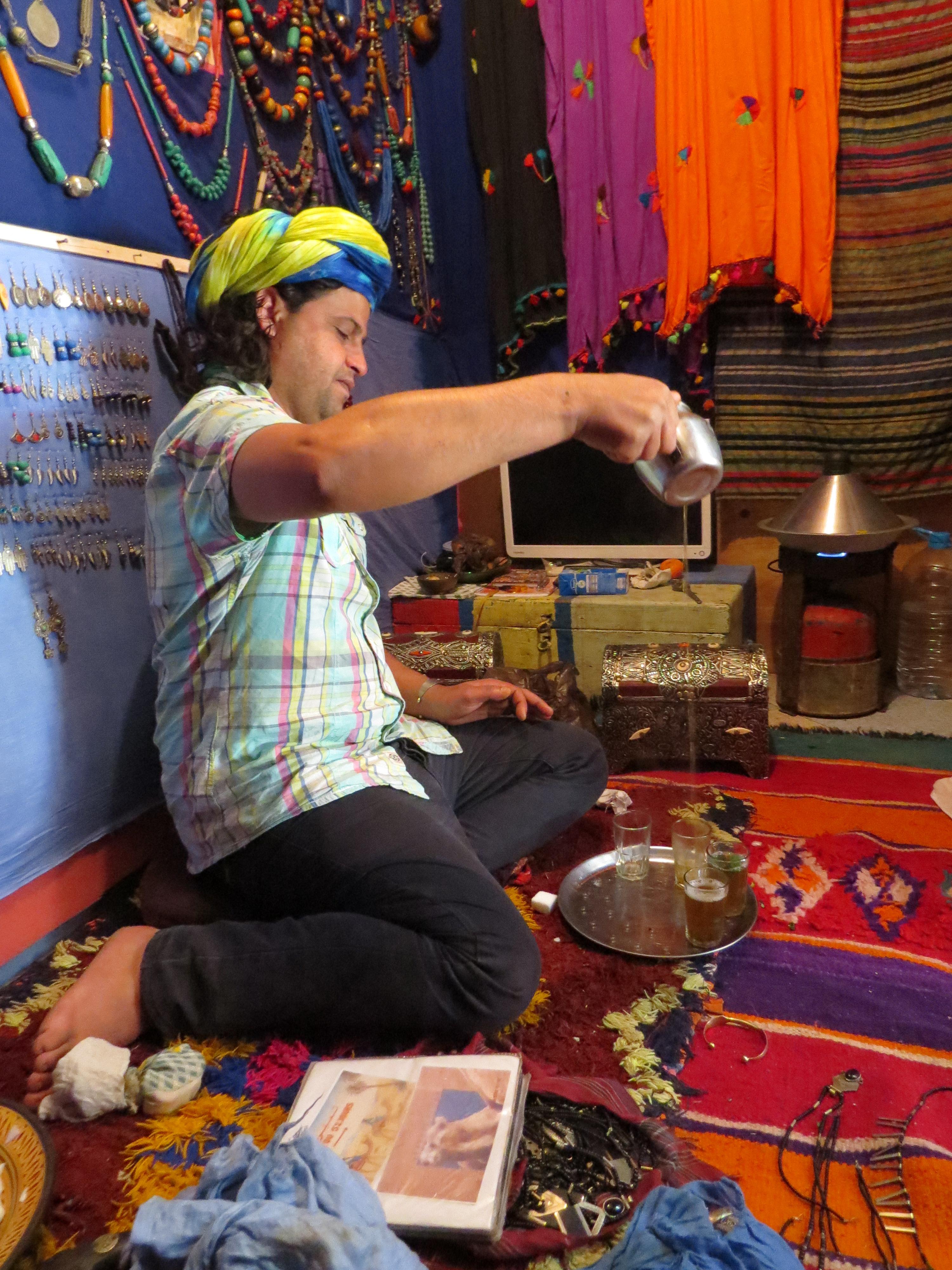 maroko, targowanie sie w maroku, herbata marokańska, miętowa herbata marakańska, taghazout,
