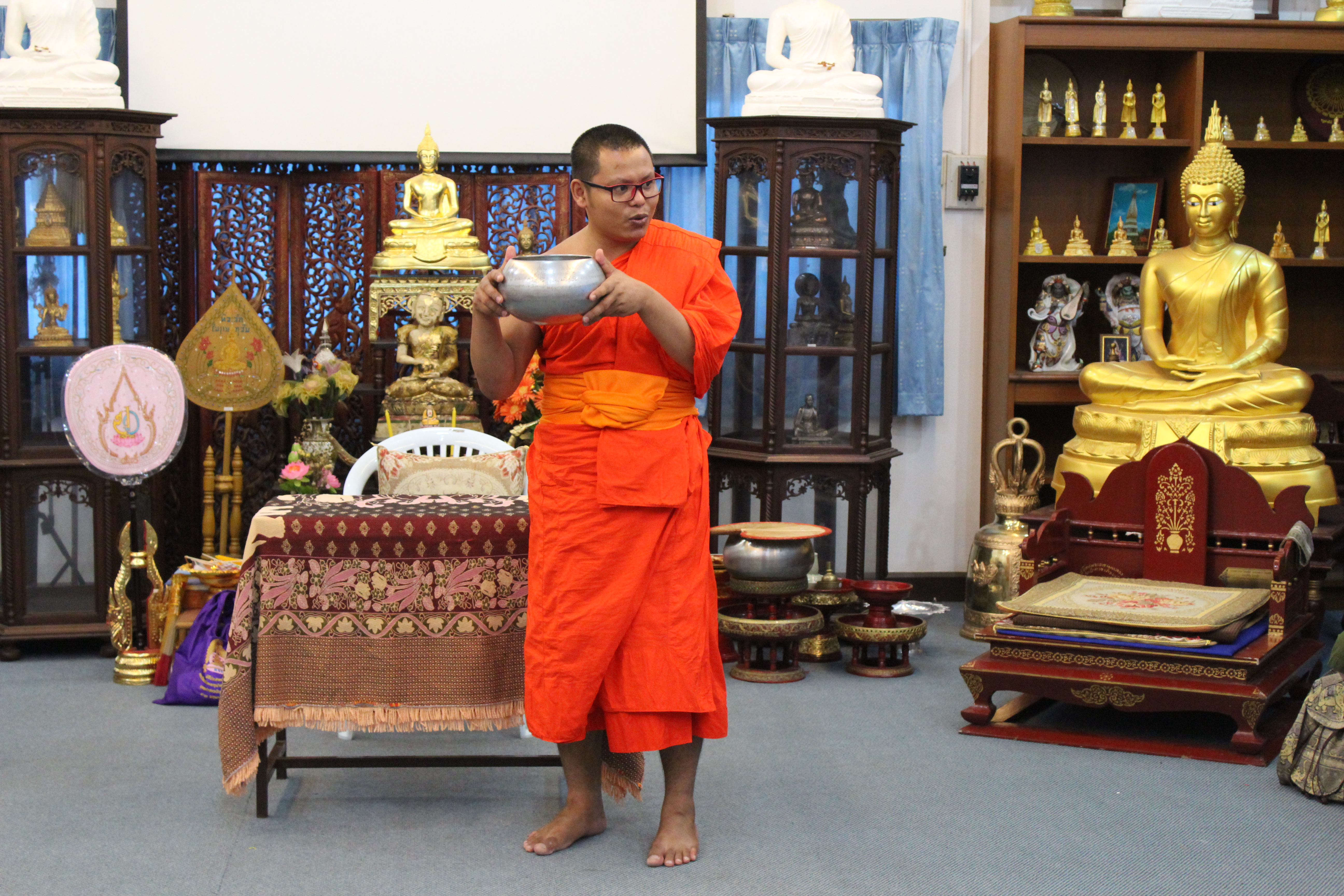 mnich buddyjski, Chaing Mai, Tajlandia, buddyzm, co robi mnich, jak zostać mnichem