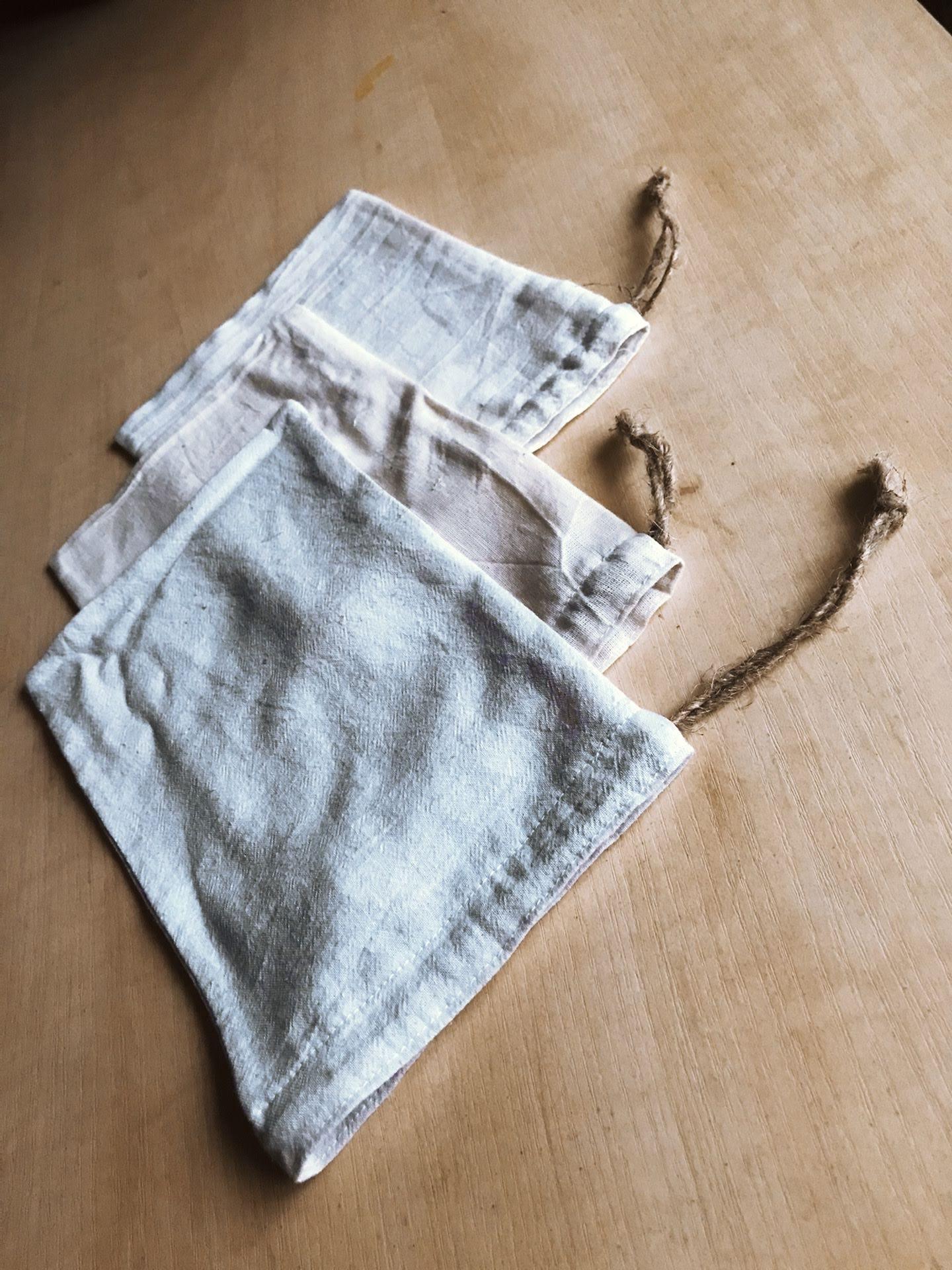 Woreczki bawełniane wielokrotnego użytku a nie plastikowe.